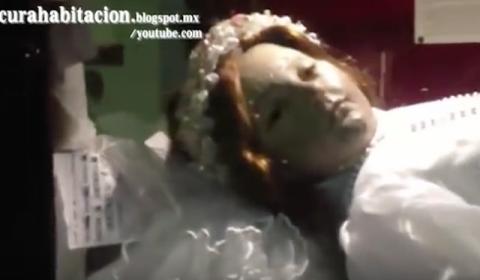 Vídeo mostra o corpo de uma santa morta há 300 anos abrindo os olhos