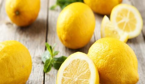 Limão para limpar energias negativas da casa