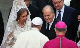 Só 7 mulheres no mundo podem usar branco na frente do Papa